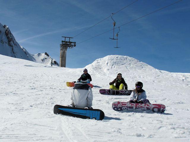 Ski and Snowboard Airolo