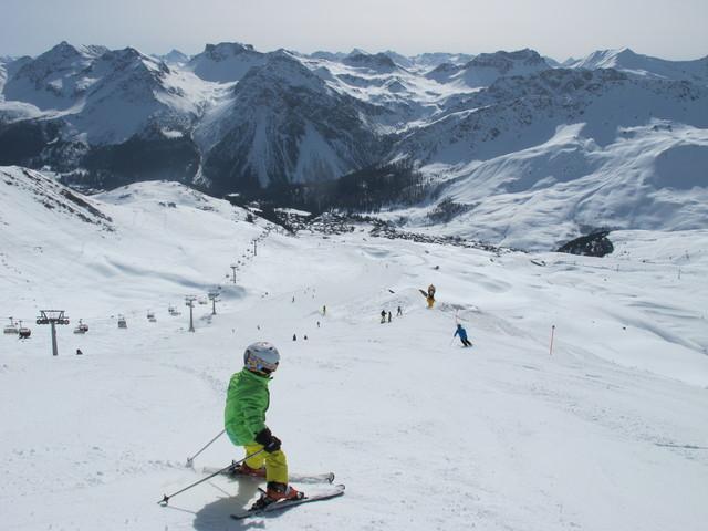 Ski and Snowboard Arosa