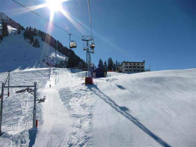 Ski and Snowboard Château-d'Oex