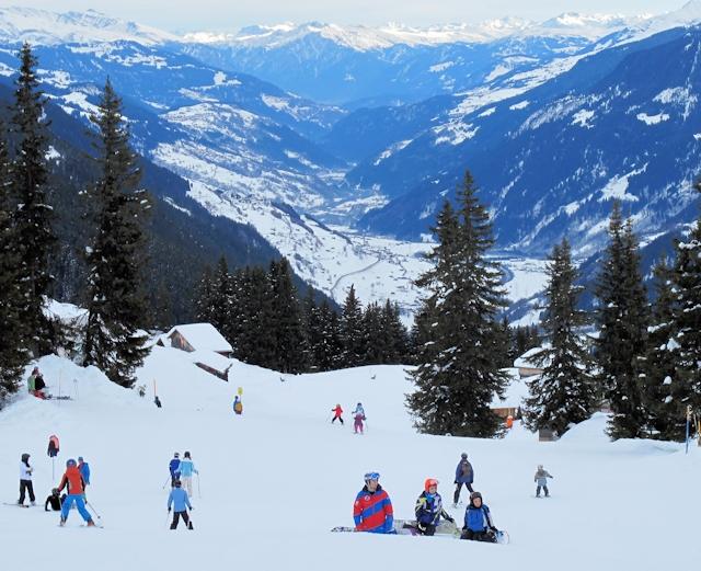 Ski and Snowboard Disentis