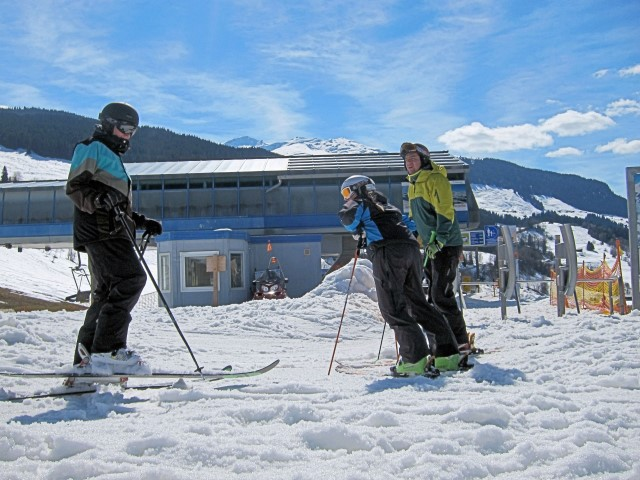 Ski and Snowboard Obersaxen