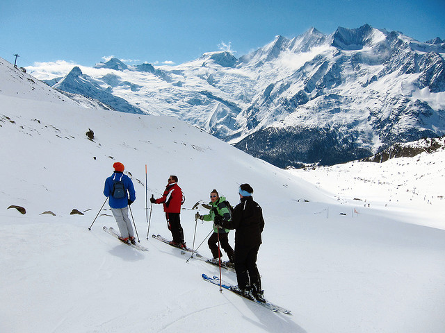 Ski and Snowboard Saas-Grund
