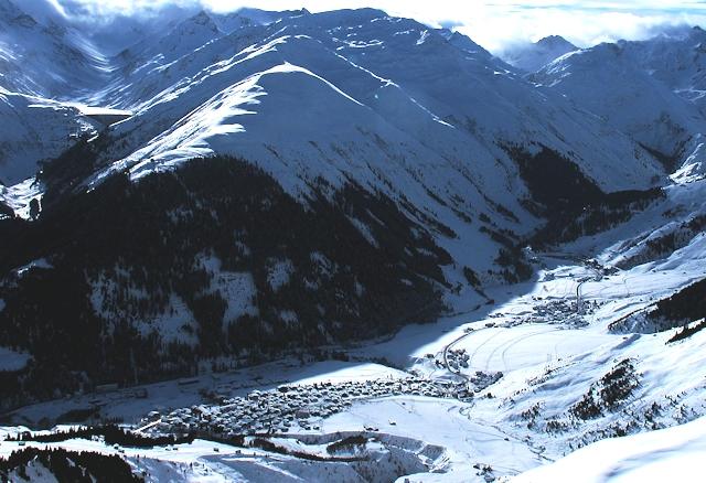 Ski and Snowboard Sedrun