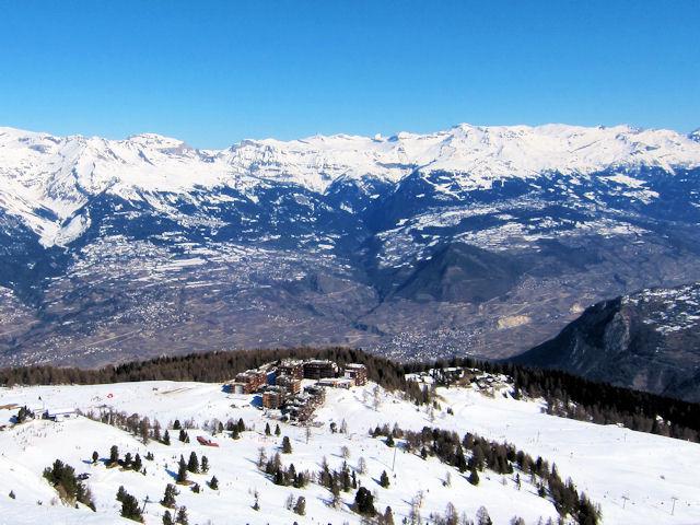 Ski and Snowboard Thyon