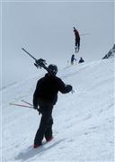 Snowboard and Ski lungern (c) Nic Oatridge