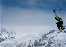 Snowboard and Ski sattel (c) Nic Oatridge
