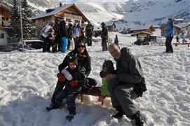 Snowboard and Ski lesavants (c) Nic Oatridge
